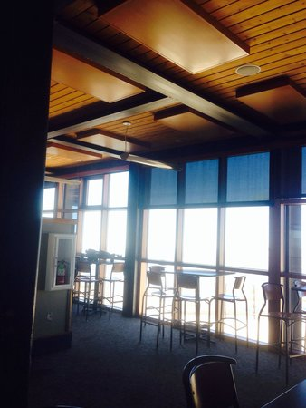Mammoth Mountain : Every table in Cafe Eleven53 has unbelievable views.