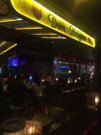 Red Carpet Champagne Bar: Барная стойка