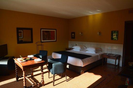 Le Prieure Hotel Restaurant : Chambre