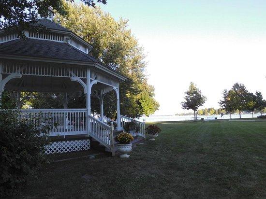Oakwood Resort : A gazebo complements the pretty landscape.