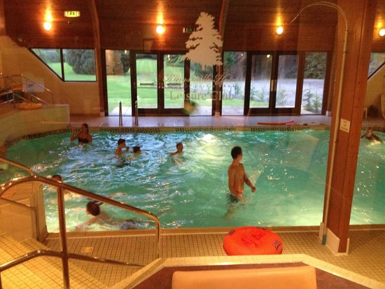 Kingsmills Hotel: Sitting in the spa overlooking pool while kids play.