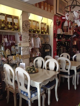 17 Again: Restaurant & shop in one!