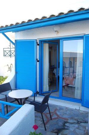 Mitsis Rinela Beach Resort & Spa : terrasse de la chambre