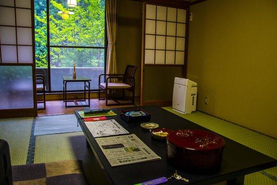 Natsukashiya Fuwari: chambre japonaise vue montagne