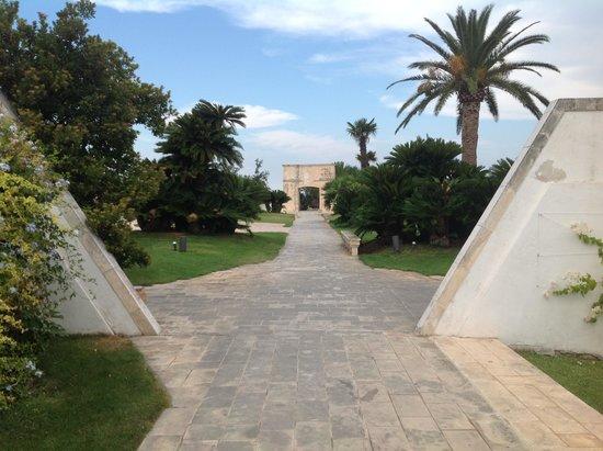 Grand Hotel Masseria Santa Lucia: mooie tuin 2