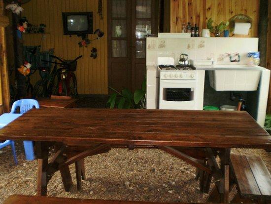 La Calandria: area  de parrilla con cocina y pileta..