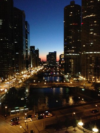 Wyndham Grand Chicago Riverfront: Looking west from our room.