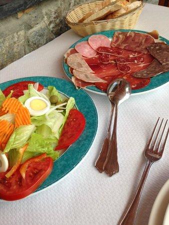 Hostal La Font: Charcuterie salade (pour 2)