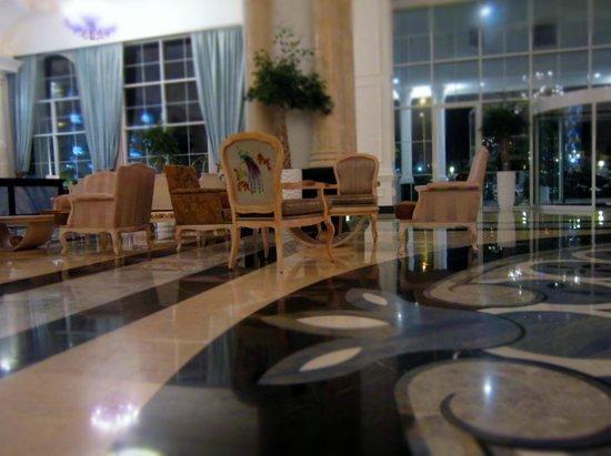 Rubi Platinum Spa Resort And Suite: Už vstup do hotela naznačil spokojnosť