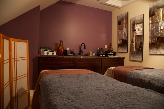 A Signature Day Spa: Couples Massage Room