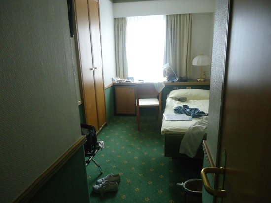Arlette Am Hauptbanhof Hotel: sorry for the bags and my things !