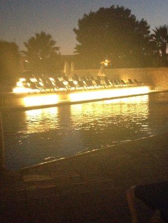 azuLine Hotel Bergantin: Pool at night