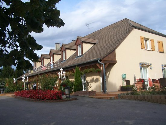 Le Val Moret: Hotel from car park area