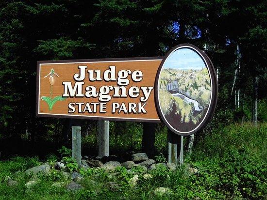 Judge C.R. Magney State Park: Entrance sign