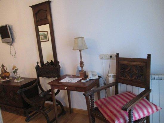 Azkue Hotel: Detalle del mobiliario