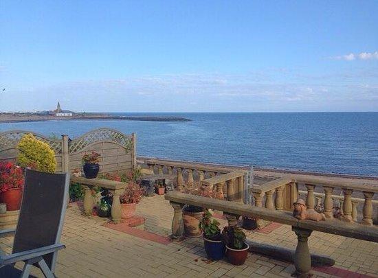 Captain's Lodge: Sea view from front door