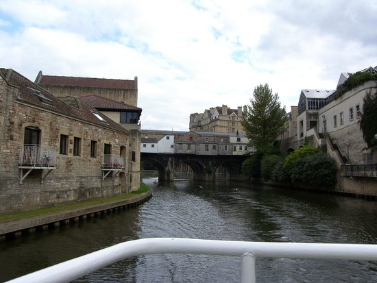 Bath City Boat Trips-Day Tours: Leaving Pulteney Bridge behind.