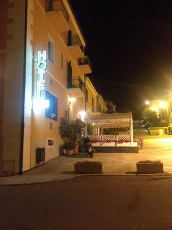 Hotel Marinaro: At night