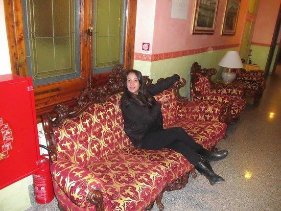 Hotel Desiree: Pasillo