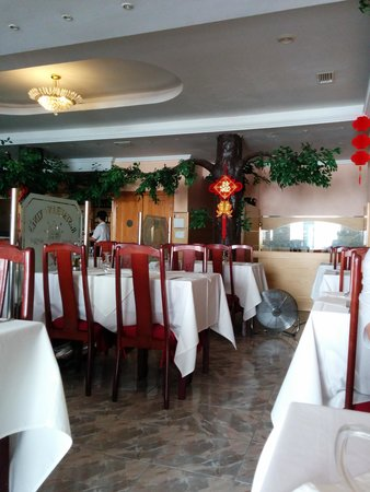 Dragon Orient: Restaurant with trees