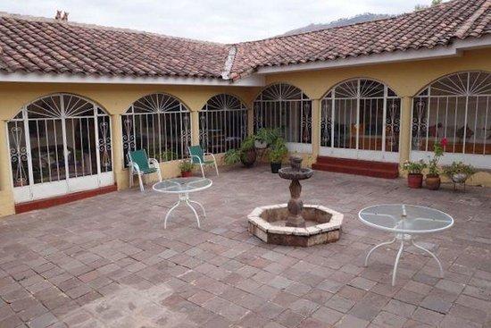 The Garden House: courtyard