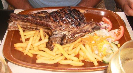 Texas House Restaurante: half a cow on a plate!