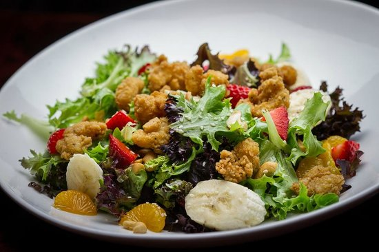 Waring House Restaurant & Inn: Popcorn Shrimp Salad in the Barley Room
