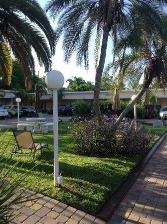 Tropical Beach Resorts: sara sea grounds