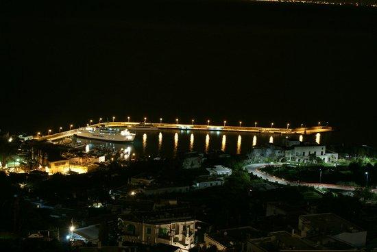 Albergo La Prora: Porto di Capri, dalla mia camera, di notte