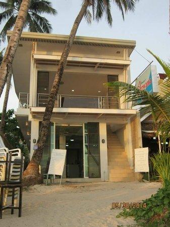 Arwana Hotel & Restaurant: Hotel Front