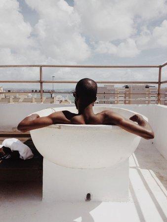 CasaBlanca Hotel: More Hot Tubbin'