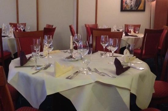 NOVINA HOTEL Südwestpark: Restaurant, optisch ok, kulinarisch unterer Standard