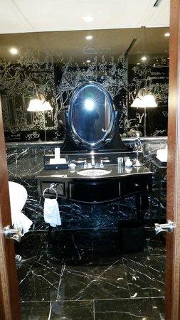 Hotel Muse Bangkok Langsuan - MGallery Collection: bath