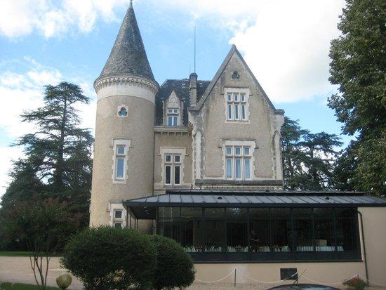 لورانجري دو شاتو ديه رينات: vu du chateau