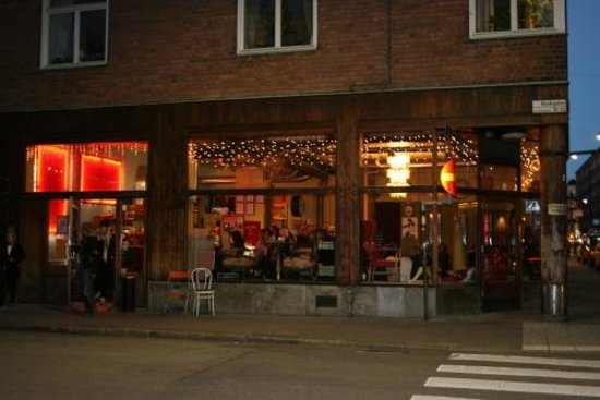petit d jeuner su dois picture of cafe string stockholm tripadvisor. Black Bedroom Furniture Sets. Home Design Ideas