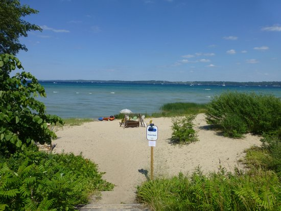 Anchor Inn on the Bay: Beach access