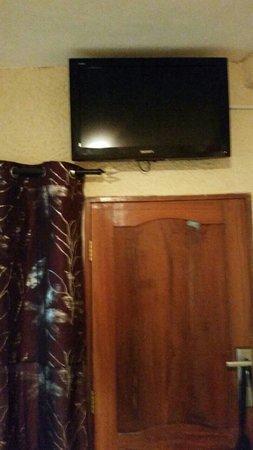 Sun Sand & Beach Guest house: TV in room (sound not working)