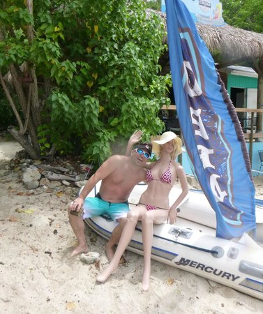 Dinghy's Beach Bar and Grill: local hottie!