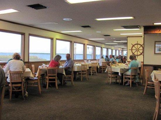 Fisherman's Wharf Restaurant: inside restaurant...big windows....old.