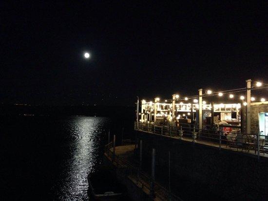 Decks Restaurant : restaurant from outside by night