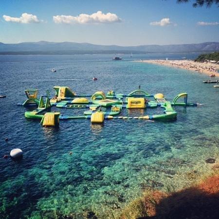 Bol Apartments Gospojica: wipeout down the beach