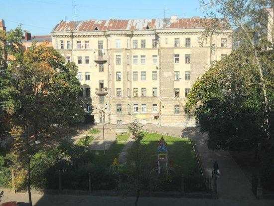 Vyborg Hotel: Вид из окна на улицу