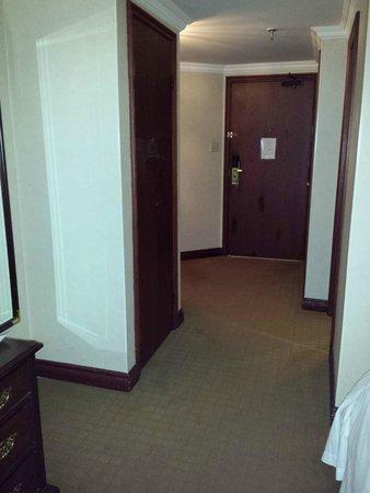 Delta London Armouries Hotel: Room 1612 inside door