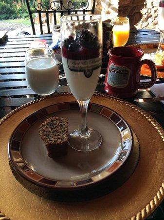 Hilltop Manor Bed & Breakfast: breakfast