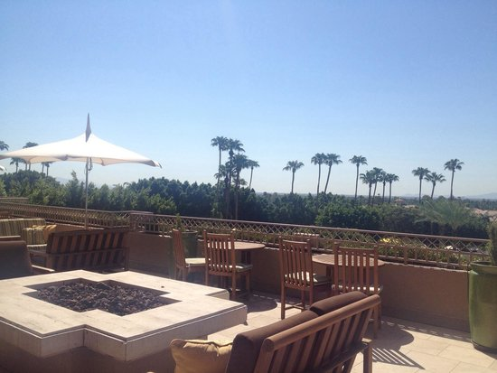 The Phoenician, A Luxury Collection Resort: Terrasse by the lobby