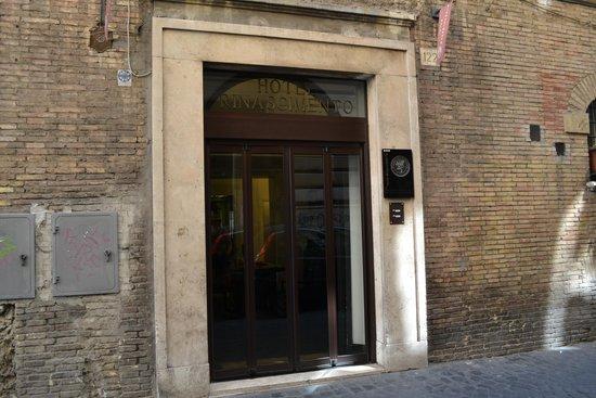 Hotel Rinascimento: ingang hotel