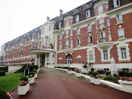 Hôtel Barrière Le Westminster : Front of hotel