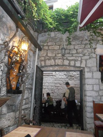 Tragos: Surroundings with lots of character