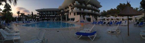 Hotel Deloix Aqua Center: vista general piscina