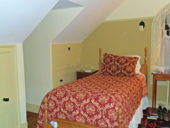 The Centennial House Bed and Breakfast: Two-bed room